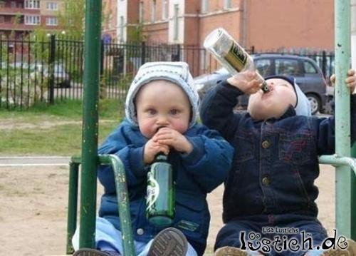 Kinder mit der Flasche