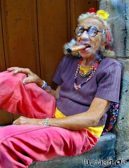 Oma Rauchen Bilder