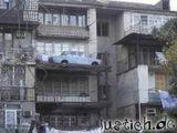 Auto auf dem Balkon