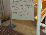 Englische Warnung