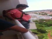 Vom Balkon mit Fallschirm von eBay