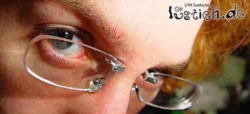 Brillenpiercing